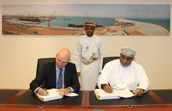 توقيع اتفاقية إنشاء رصيف المواد السائلة والسائبة بميناء الدقم