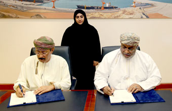 "Economic Zone Authority grants ""Truck Oman"" Right of use of land for the Construction of Logistics Center at Duqm"